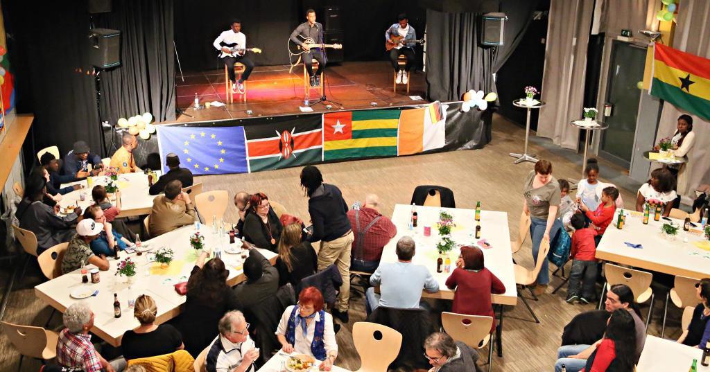 Gelungener Abend im Jukuz, gelebte Integration – Afrika-Party lockt 300 Besucher